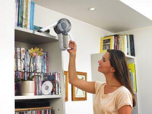Aspirateur orientable pour étagères en hauteur Black et Decker PV1420L