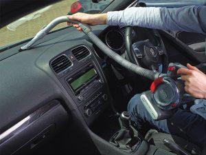Aspirateur voiture à brosse Black et Decker PD1200AV-XJ