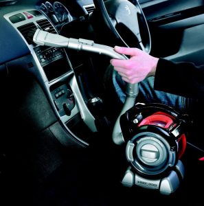 Nettoyage tableau de bord aspirateur voiture à sec Black et Decker PAD1200-XJ
