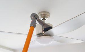 Aspirateur sans fil plafond ventilateur Dyson V8 Absolute