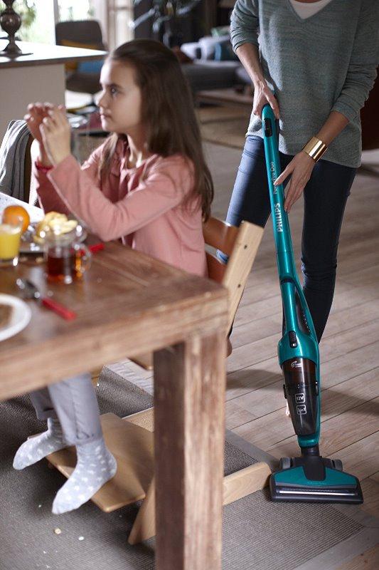philips powerpro duo fc6162 01 un aspirateur sans fil pas cher mais puissant. Black Bedroom Furniture Sets. Home Design Ideas