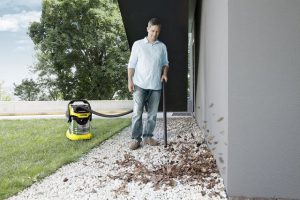 Test souffleur aspirateur Kärcher WD5 Premium - feuilles du jardin