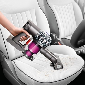 Test voiture aspirateur à main sans sac et sans fil Dyson V6 Trigger +