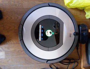 aspirateur robot silencieux iRobot Roomba 772e en charge