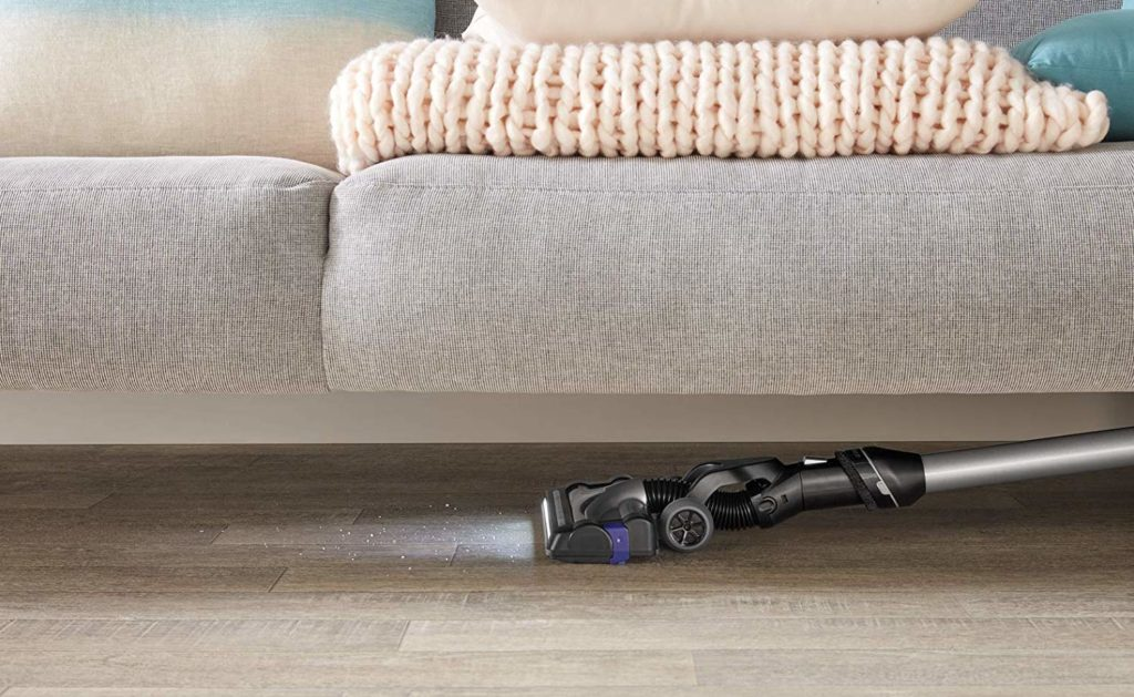 rowenta-rh7324wo-sous les meubles